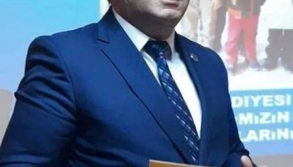 """بالفيديو.. رئيس بلدية لحزب أردوغان يرفع مطواة على مواطن تركي: """"سأطعنك"""""""