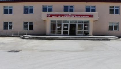حراس سجن تركي يعتدون على 5 معتقلين بالضرب وأحدهم مهدد بفقد عينه