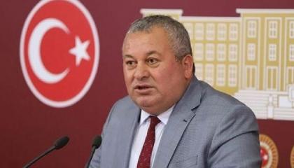 نائب تركي يتذمر من إغلاق صالونات الحلاقة: لا نشعر بآدميتنا