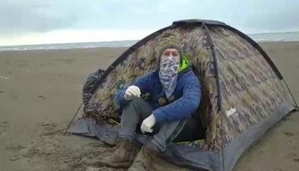 مأساة.. مواطن تركي يعيش في خيمة بعد طرده من العمل بسبب كورونا