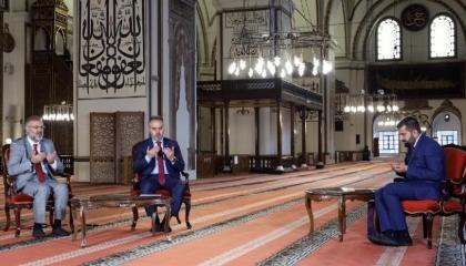 غضب بين أتراك بسبب بث برنامج تلفزيوني من مسجد برغم قرار الإغلاق