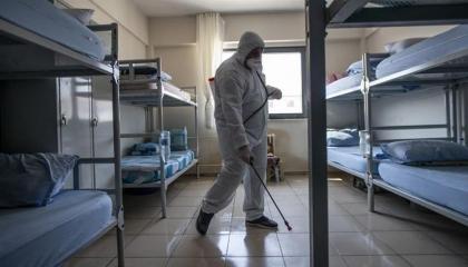 سجين تركي أصيب بكورونا قبل العفو عنه يتسبب في تفشي الوباء بحي كامل