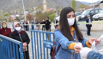 نائب تركي يتهم الحكومة بتلقي رشاوى لتصدير الكمامات إلى الخارج