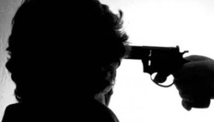 شاهد.. لحظة انتحار مواطن تركي في ميدان عام بعد عجزه عن دفع مصاريف علاجه