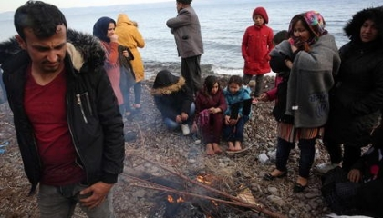 اليونان تتصدى لابترازات أردوغان بعشرات الآلاف من المهاجرين غير الشرعين
