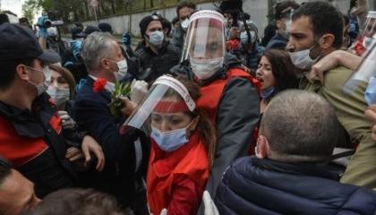 اعتقال رئيسة اتحاد نقابات العمالية بتركيا و14 قياديًا بمناسبة عيد العمال