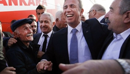 حاكم أنقرة يتحدى أردوغان ويطلق حملات مبتكرة لدعم الشعب التركي في حرب كورونا