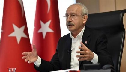 زعيم «الشعب» يعد طلاب تركيا بممارسة الصحافة بحرية فور وصول المعارضة للحكم