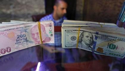 ليلة السقوط التاريخي لليرة.. العملة التركية تصل أدنى مستوى لها أمام الدولار