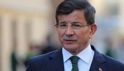 داود أوغلو: حكومة أردوغان وراء شائعات الانقلاب.. وستضر بالبلاد