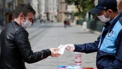 تركيا تفرض حظر تجوال في 15 ولاية لمدة 4 أيام بسبب «كورونا»