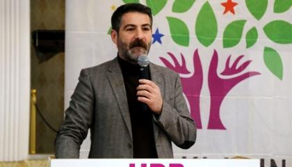 برلماني تركي ينتقد إهانة الشرطة للمواطنين ومعاملتهم كأسرى حرب (فيديو)
