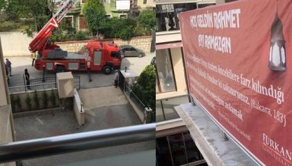 الشرطة التركية تعذب مواطناً بسبب تعليقه لافتة «أهلاً رمضان.. شهر الرحمة»