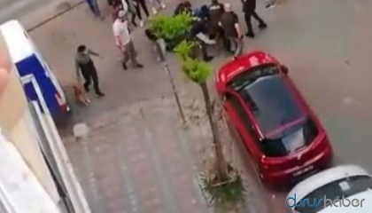 بالفيديو.. خرج يطفئ إنذار سيارته في الحظر فضربته الشرطة التركية