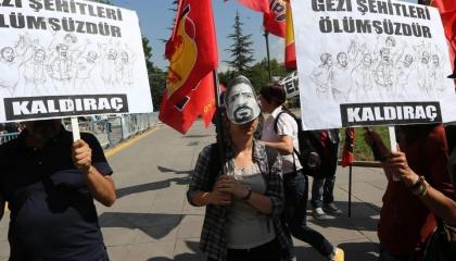 الشرطة التركية تعتقل 21 في مظاهرة لإحياء ذكرى ناشط قتله ضابط