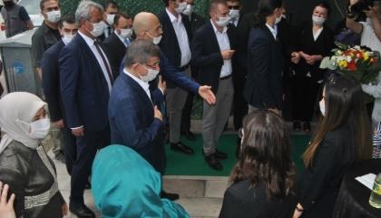 داود أوغلو يهدد أردوغان: تركيا الحالية تتجاوز قدرات وإمكانات النظام الحاكم