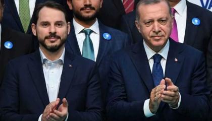 خبير اقتصادي يحذر الشعب التركي من أزمة غير مسبوقة بسبب قروض صهر أردوغان