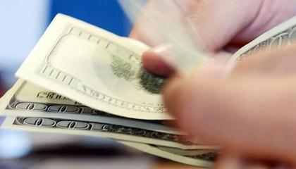 الليرة التركية تواصل انخفاضها أمام الدولار