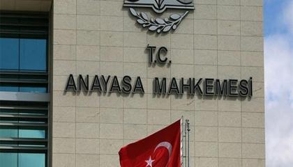 «الدستورية التركية» تماطل في نظر طلبات إلغاء قانون أردوغان للعفو عن السجناء