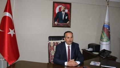 بسبب صورة تذكارية.. رئيس بلدية تركي ينقل عدوى «كورونا» لـ30 طالبًا