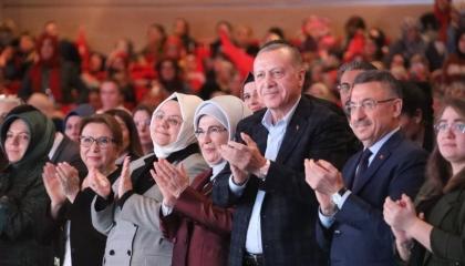 اقتصاد تركيا ينهار والنظام ينفق 777 ألف ليرة على «حفل الرئيس»
