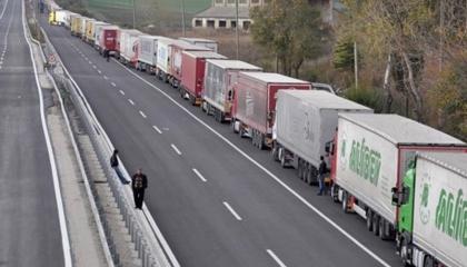 الاحتلال التركي يستأنف عمليات نهب الحبوب السورية بعد توقفها بسبب كورونا