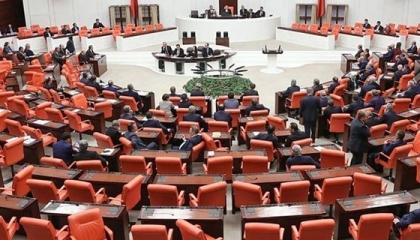 لوقف تعدي نواب أردوغان على المعارضة.. تعديلات في برلمان أنقرة منعًا للشجار