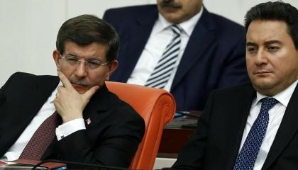 داود أوغلو يلقن باباجان درسًا في تاريخ الاقتصاد التركي: اليوم يختلف عن أمس