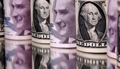 توقعات باستمرار انهيار الليرة التركية أمام الدولار بسبب هجمات «كورونا»