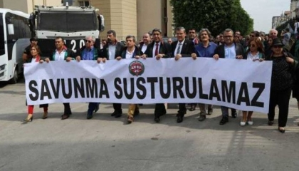 """نقابة المحامين بإسطنبول تنظم """"مسيرات الدفاع"""" ضد تغيير نظام الانتخابات"""