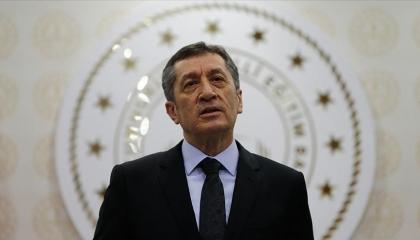 وزير التعليم التركي يتجاهل كارثة التكدس بامتحانات الثانوية: مرت بهدوء سلام