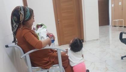 أب تركي يعلن العصيان احتجاجاً على اعتقال زوجته وأطفاله في ديار بكر