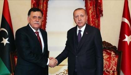 صحافية أمريكية تفضح تلقي أردوغان 12 مليار دولار من السراج للتدخل في ليبيا