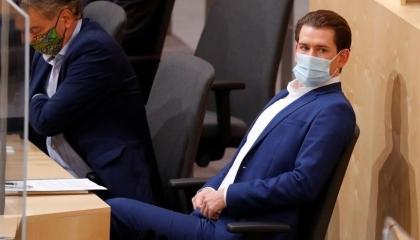 رئيس وزراء النمسا من اليونان: لن نسمح بالابتزاز التركي بورقة اللاجئين