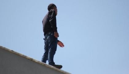 شاب تركي يحاول الانتحار بإلقاء نفسه من أعلى مبنى محافظة زونجلداق