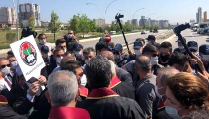 السلطات التركية تمنع وصول المياه والطعام للمحامين المعتصمين بأنقرة