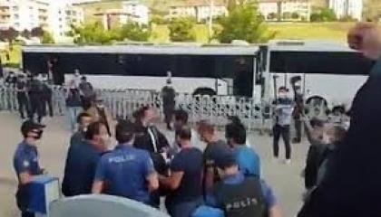 الشرطة التركية تسحل نائب رئيس نقابة المحامين ببيلجيك