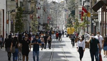 الإصابات ارتفعت 3 أضعاف.. تركيا تشهد ذروة كورونا
