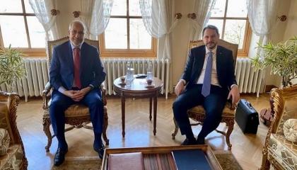 صهر أردوغان يلتقي رئيس البنك المركزي الليبي بإسطنبول