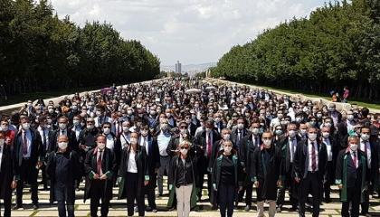 المحامون الأتراك يواصلون احتجاجاتهم بأنقرة ضد قانون «العدالة والتنمية»