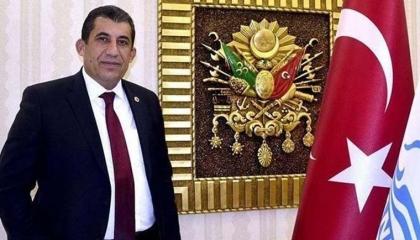 اتهام مسؤول سابق بحزب أردوغان باختطاف مواطن وسرقته تحت تهديد السلاح
