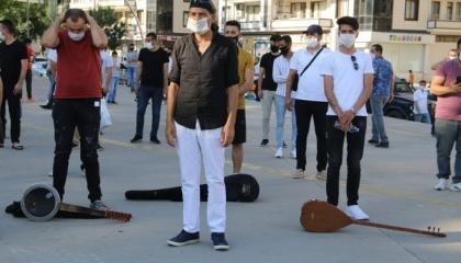 الشرطة التركية تعتدي على موسيقيين أثناء احتجاجهم على منعهم من العمل