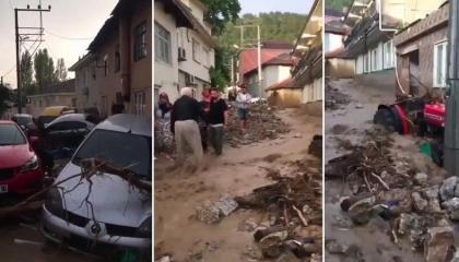 تركيا تطالب مواطنين ماتوا جراء السيول بدفع فواتير سحب سيارتهم من الأمطار