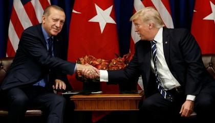 مكالمات مسربة من البيت الأبيض: ترامب خضع لابتزاز أردوغان وقدم تنازلات له