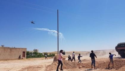 قوات روسية وتركية تطلق الغاز على متظاهرين سوريين غرب كوباني
