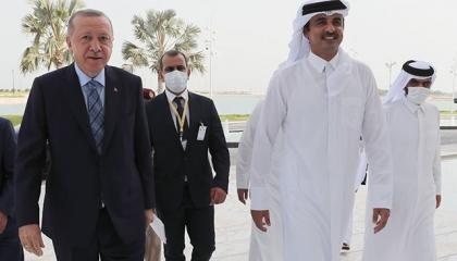 أردوغان يجري مباحثات مغلقة مع أمير قطر في الدوحة