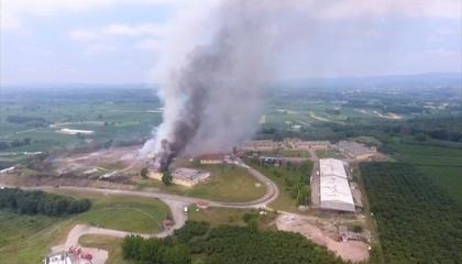 بالصور.. مصرع 2 وإصابة 60 آخرين في انفجار مصنع للألعاب النارية بتركيا