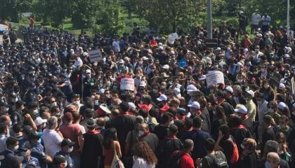 نشرة أخبار«تركيا الآن»: الشرطة تعتدي على مسيرة للمحامين بأنقرة