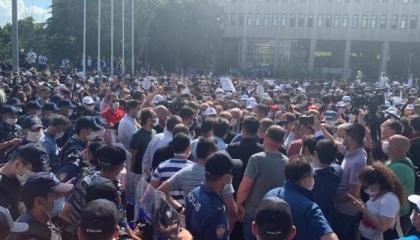 أكبر أحزاب تركيا يحذر الشرطة بعد اعتدائها على مسيرة المحامين: «الزمي حدودك»