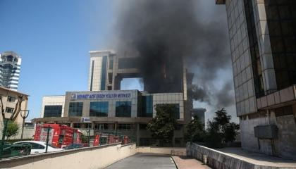 حريق هائل بأحد بيوت الثقافة التاريخية بحي بيرم باشا بإسطنبول